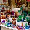 Kolorowa wystawa sklepowa